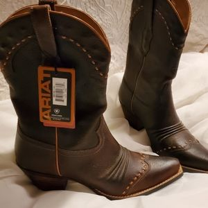 Ariat Rowdy Brown Oiled 9/B Boots